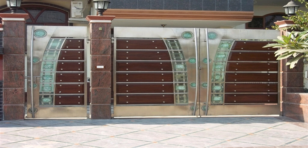 Stainless steel main gate with aluminium wood color design for Main gate design